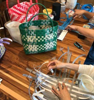 プラカゴを編む